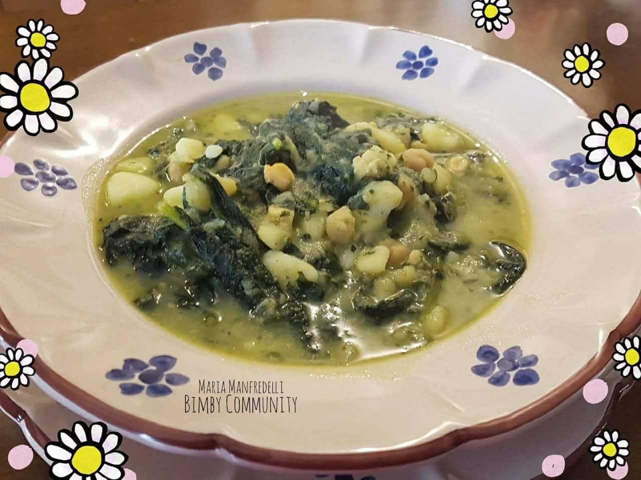 Zuppa di Ceci Patate e Cavolo Nero alla Curcuma